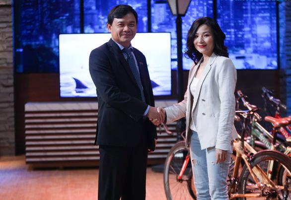 Shark Phú gây tranh cãi khi quan tâm nhan sắc nữ CEO? - Ảnh 5.