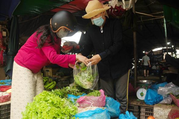 Người Đà Nẵng đi chợ mùa COVID-19 - Ảnh 5.