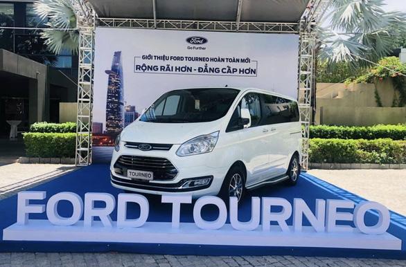 Ford ngưng lắp ráp dòng xe Tourneo tại Việt Nam vì ế ẩm do dịch COVID-19 - Ảnh 1.