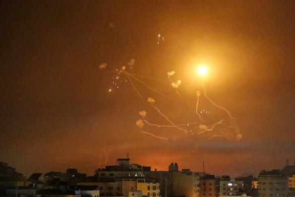 Israel và Hamas tiếp tục hàng trăm đợt không kích trên dải Gaza - Ảnh 1.