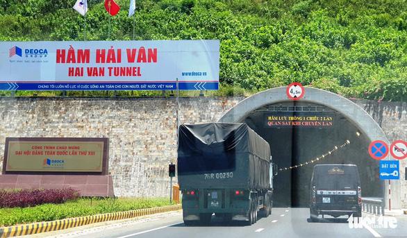 Xe từ vùng dịch đến Thừa Thiên Huế phải phun khử khuẩn - Ảnh 1.