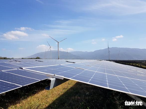 Sôi động chốt đơn dự án điện mặt trời, giá từ hàng chục đến ngàn tỉ đồng - Ảnh 2.