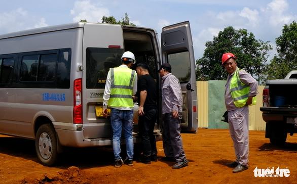 102 người Trung Quốc làm việc ở dự án điện gió Đắk N'Drung, chỉ... 1 người có giấy phép - Ảnh 2.