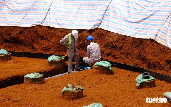 102 người Trung Quốc làm việc ở dự án điện gió Đắk N'Drung, chỉ... 1 người có giấy phép - Ảnh 1.