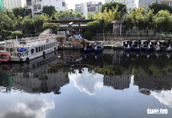 Kênh Nhiêu Lộc - Thị Nghè lại đen thui, bốc mùi, tái ô nhiễm - Ảnh 3.