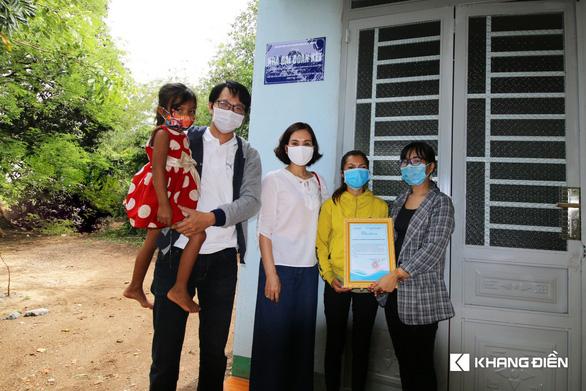 Khang Điền trao tặng 2 căn nhà tình thương cho người dân khó khăn - Ảnh 2.