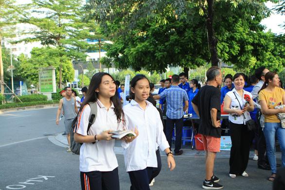 Hà Nội cho học sinh nghỉ hè sớm, điều chỉnh lịch thi tuyển sinh lớp 10 - Ảnh 1.