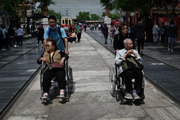 Dân ngại đẻ, Trung Quốc đối mặt khủng hoảng dân số - Ảnh 1.