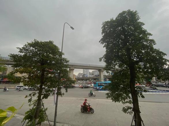 Cảnh báo mưa dông và ngập lụt ở Hà Nội - Ảnh 1.