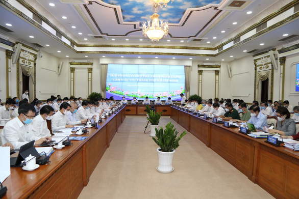 Thủ tướng làm việc với TP.HCM: Không bàn nữa. Cái gì chưa được thì đề xuất giải pháp - Ảnh 1.
