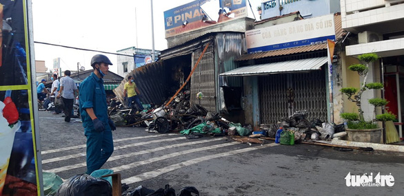 Cháy cửa hàng phụ tùng xe máy vào sáng sớm - Ảnh 3.