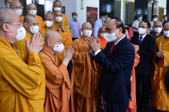 Chủ tịch nước Nguyễn Xuân Phúc: Phát huy các nguồn lực tôn giáo cho sự phát triển Việt Nam - Ảnh 1.