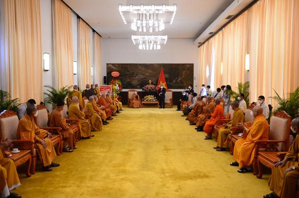 Chủ tịch nước Nguyễn Xuân Phúc: Phát huy các nguồn lực tôn giáo cho sự phát triển Việt Nam - Ảnh 3.