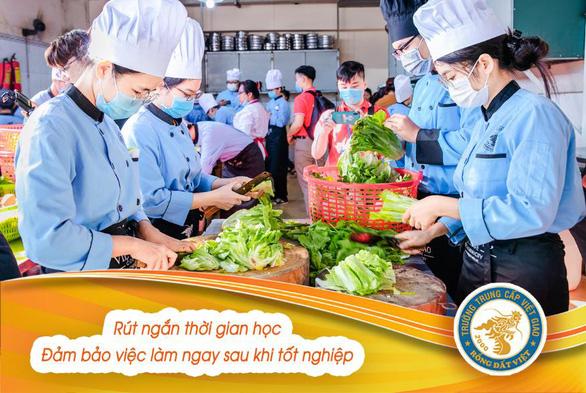 Phụ huynh mạnh dạn cho con em học Trung cấp Việt Giao - Ảnh 2.