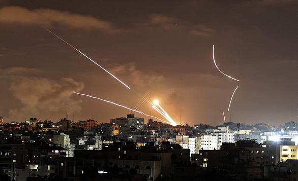 Israel không kích tan tành trụ sở chỉ huy Hamas - Ảnh 1.