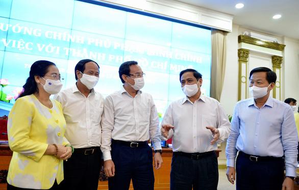 Thủ tướng làm việc với TP.HCM: Không bàn nữa. Cái gì chưa được thì đề xuất giải pháp - Ảnh 2.