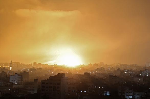 160 máy bay Israel nã tên lửa xuống Gaza - Ảnh 1.