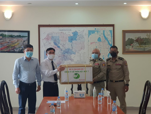 Hỗ trợ vật tư y tế sau sự cố lây nhiễm COVID-19 trong trại giam ở Campuchia - Ảnh 1.