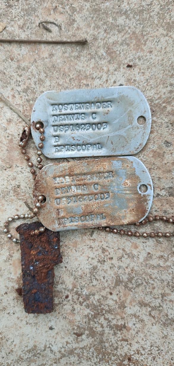 Đội tìm kiếm hài cốt liệt sĩ Bình Phước bàn giao thẻ bài quân nhân Mỹ cho MIA - Ảnh 2.