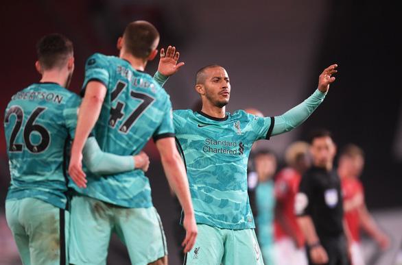Ngược dòng trước Man Utd tại Old Trafford, Liverpool tiến sát top 4 - Ảnh 1.