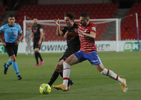 Vùi dập Granada, Real tiếp tục bám đuổi Atletico - Ảnh 1.