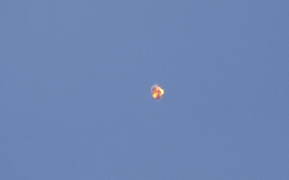Video lá chắn Vòm Sắt của Israel đánh chặn rocket từ Dải Gaza - Ảnh 5.