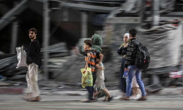 Israel không kích, thương vong ở Dải Gaza lên đến gần 1.000 người - Ảnh 1.