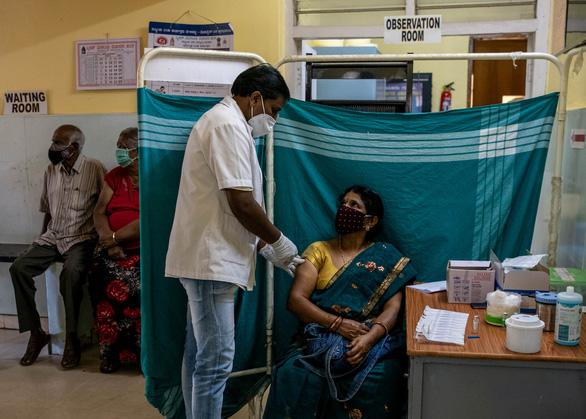 Ấn Độ có hơn 2 tỉ liều vắc xin vào cuối năm 2021 - Ảnh 1.