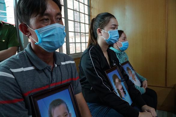 Đốt chết 3 người, bị cáo ngồi xe lăn nhận án tử hình - Ảnh 2.
