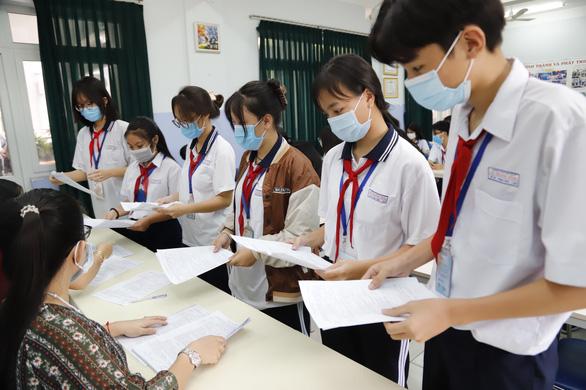Vì sao hơn 16.000 học sinh lớp 9 không thi vào lớp 10 ở TP.HCM? - Ảnh 1.