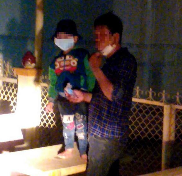 An Giang kịp phát hiện cha dẫn con bị sốt từ Campuchia vượt biên về Việt Nam - Ảnh 1.