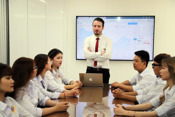 Lê Bá Thành Nam - Chàng giám đốc ngân hàng ở tuổi 29 - Ảnh 3.