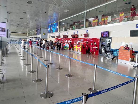 Tạm dừng khai thác sảnh E nhà ga T1 Nội Bài vì vắng khách - Ảnh 1.