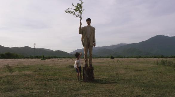MV Trốn tìm của Đen Vâu: Đời người cũng như trò chơi ngày bé - Ảnh 4.