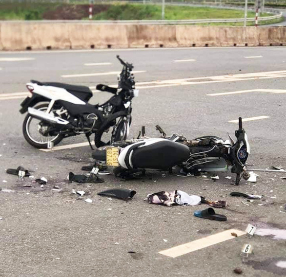 2 xe máy tông nhau, 2 thanh niên tử nạn - Ảnh 1.