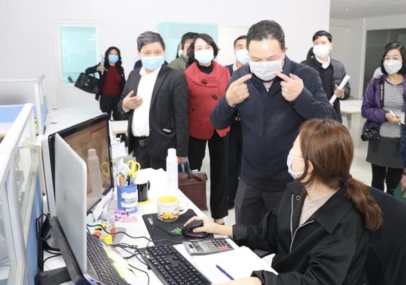 Công điện khẩn của bộ trưởng: Trục xuất lao động làm tại Việt Nam không phép - Ảnh 1.
