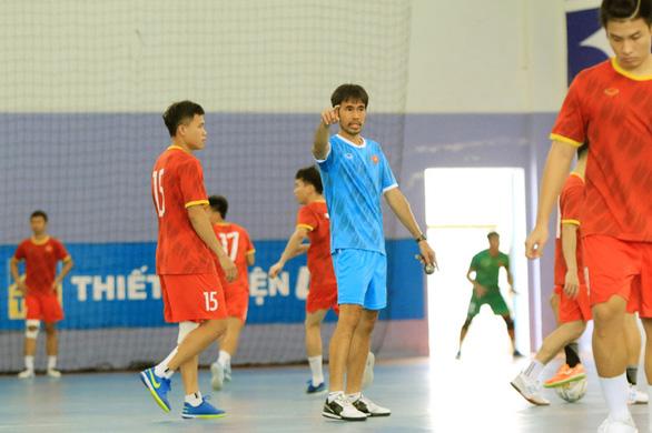 Tuyển futsal Việt Nam lên đường sang UAE chinh phục vé dự World Cup 2021 - Ảnh 1.
