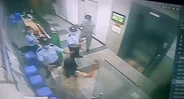 Nhất quyết không đeo khẩu trang ở thang máy chung cư, người phụ nữ bị phạt 2 triệu - Ảnh 3.