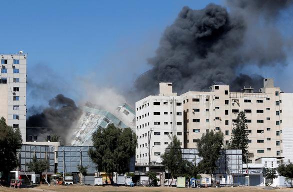 Tên lửa Israel san phẳng tòa nhà có truyền thông quốc tế - Ảnh 4.