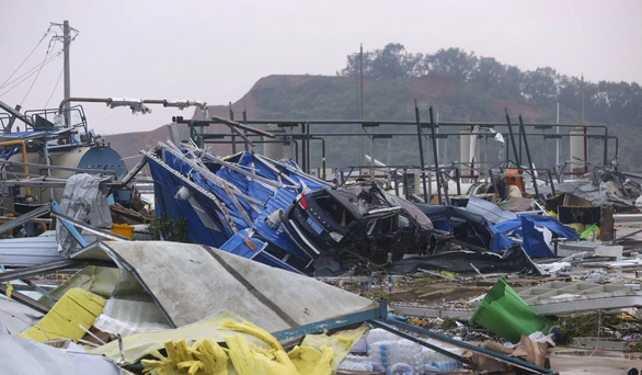 Lốc xoáy vùi dập hai thành phố Trung Quốc - Ảnh 3.