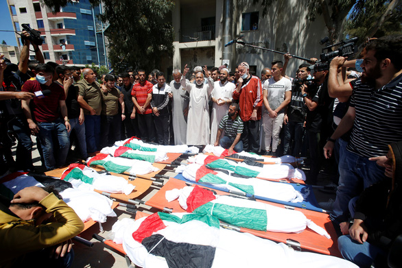 Gia đình 10 người Palestine chết thảm vì tên lửa Israel - Ảnh 1.