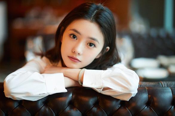 Lưu Hạo Tồn và Phi Phàm: 2 nàng thơ được Trương Nghệ Mưu tích cực lăngxê - Ảnh 4.