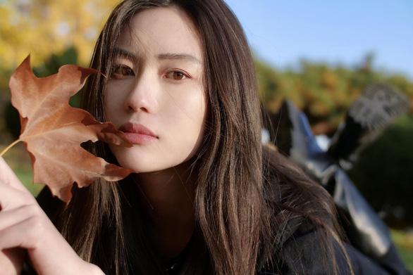 Lưu Hạo Tồn và Phi Phàm: 2 nàng thơ được Trương Nghệ Mưu tích cực lăngxê - Ảnh 6.