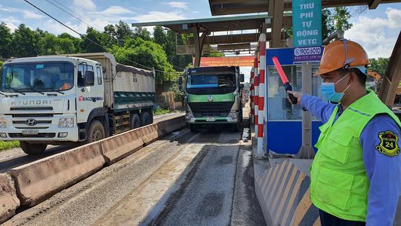 Bắt đầu thu phí trạm BOT đường vào mỏ đá Tân Cang - Ảnh 1.