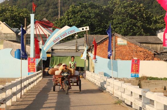 Cử tri xã đảo Thổ Châu bầu cử sớm 2 ngày - Ảnh 1.