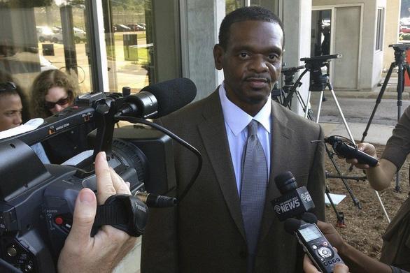 Hai anh em người Mỹ gốc Phi nhận bồi thường 75 triệu USD sau 31 năm ở tù - Ảnh 1.