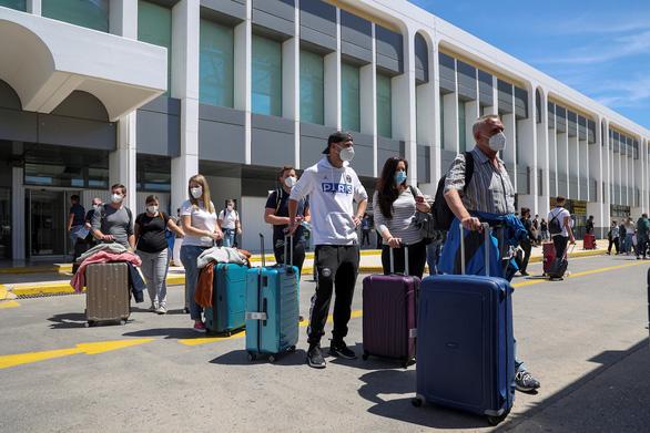 Hi Lạp chính thức mở lại du lịch, khách quốc tế như được sống lại - Ảnh 1.