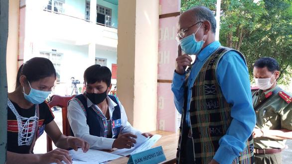 Gần 5.000 cử tri vùng biên giới Quảng Nam hoàn thành bầu cử sớm - Ảnh 3.