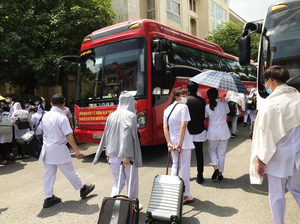 250 sinh viên trường y xuất quân chi viện cho Bắc Giang, Bắc Ninh - Ảnh 1.