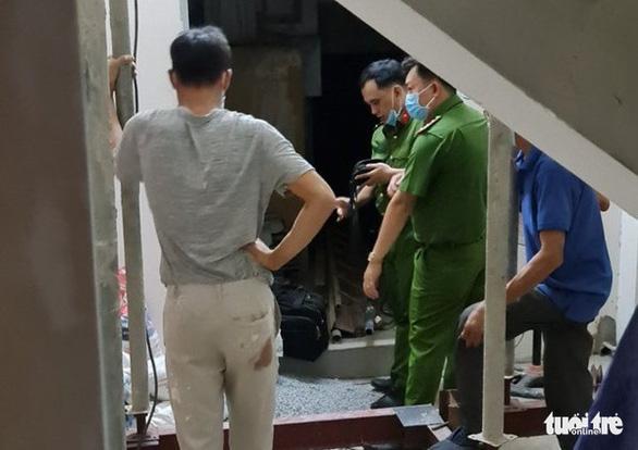 Thợ sơn bị bắn thủng mông khi đang sơn tháp chuông - Ảnh 4.